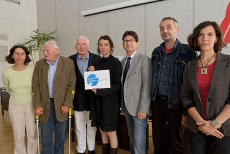 Die Unterstützer und Initiatoren der Initiative gegen Unmenschlichkeit