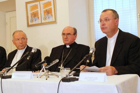 Erzbischof Anton Stres (Ljubljana), Nuntius Juliusz Janusz und Erzbischof Marjan Turnsek (Maribor)