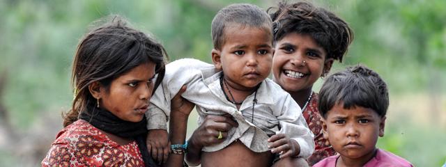 Mädchen gelten in Indien als minderwertig, überflüssig und teuer. Ist ein Baby weiblichen Geschlechts, lebt es in vielen - vor allem ländlichen - Gegenden in Gefahr, ermordet zu werden.