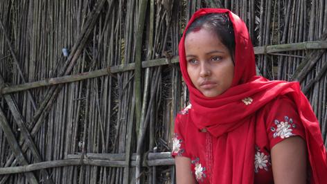 In den oft sehr traditionsverbundenen Ländern Asiens werden Eheschließungen meist von den Eltern arrangiert. Parbati hat ihre Familie verlassen, um Manoj zu heiraten.