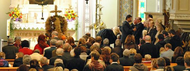 Gemeinde von Wallern im Erntedankgottesdienst