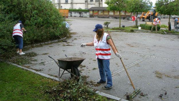 Team Österreich-Helfer bei Aufräumarbeiten