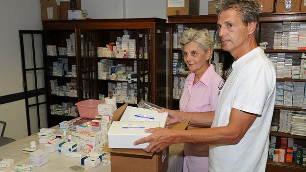 Erwin Schrümpf überbringt Medikamente