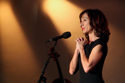 Andrea Eckert am Mikrofon