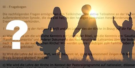 Montage: Familie beim Spazierengehen im Gegenlicht und Fragebogen der röm.-kath. Kirche zum Thema Familie