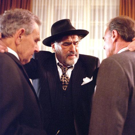 Im Bild (v.li.): Otto Tausig (Karl Rose), Mario Adorf (Jochen Epstein), Bruno Ganz (Adam Rose).