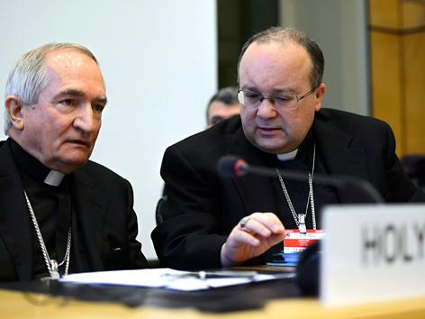 Botschafter des Vatikan-Staates bei den Vereinten Nationen, Silvano Tomasi (li.) und Charles Scicluna, Ex-Chefermittler für Missbrauchsfälle in der katholischen Kirche
