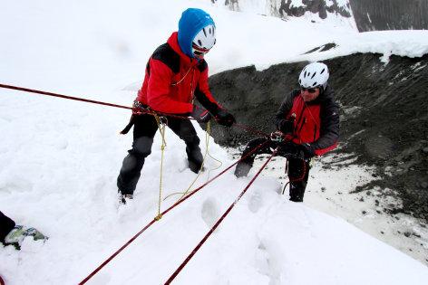 treffpunkt medizin  Die Bergretter: Am Limit zwischen Schnee und Eis