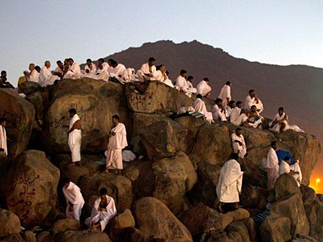 Pilger beten auf dem Berg Arafat bei Mekka