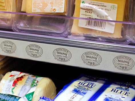 Kühlregal mit koscherem Käse