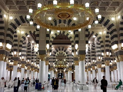 Die Prophetenmoschee in Medina von innen
