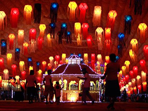 Laternenschmuck in Colombo zum buddhistischen Fest Vesakh