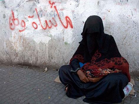 Eine Bettlerin im Jemen