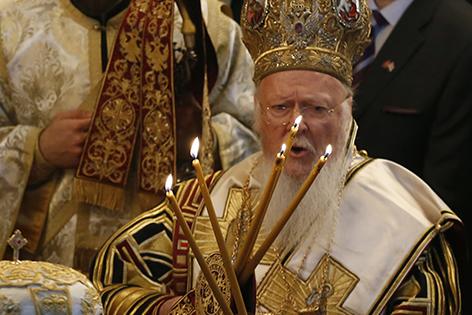 Bartholomaios I. mit Kerzen