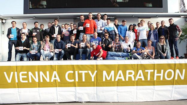 Gruppenfoto der Starterinnen und Starter der Ö3-Challenge beim Vienna City Marathon.
