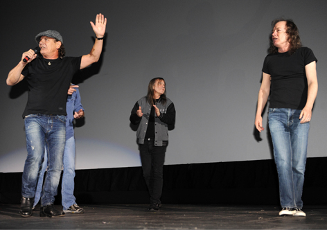 Brian Johnson, Malcolm Young und Angus Young von AC/DC