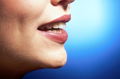 Der Mund einer jungen Frau