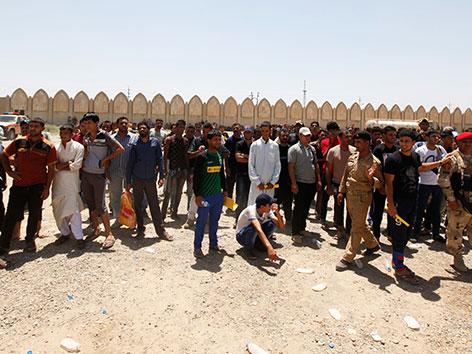 Freiwillige melden sich zur Unterstützung der irakischen Armee gegen ISIS