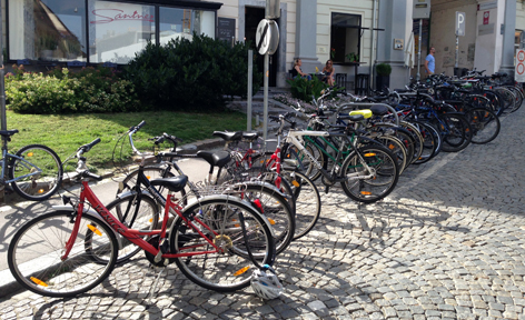 Fahrräder mit Schloss