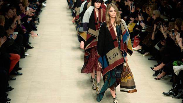 Cara Delevingne bei der Burberry Show im Rahmen der London Fashion Week