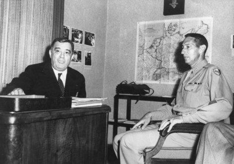 Im Bild: UNRRA-Generaldirektor La Guardia und General Clark bei einem Krisengespräch in Wien, 31.07.1946.