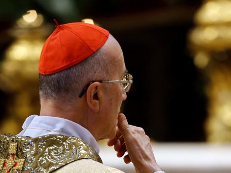 Der umstrittene Kurienkardinal Bertone geht in den Ruhestand und bezieht seine 700 Quadratmeter Wohnung im Vatikan