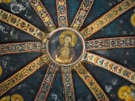 Mariendarstellung in einer sternförmigen Kuppel