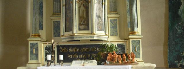 Altar des Toleranzbethauses mit Weihnachtskrippe