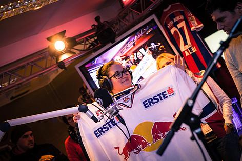 Die Eishockey-Cracks von Red Bull Salzburg zu Gast