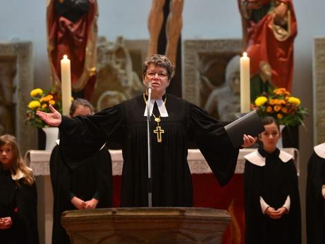Die Bischöfin Ilse Junkermann, fordert mehr Frauen in kirchlichen Spitzenämtern