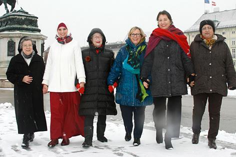 (V.l.n.r.): Sr. Beatrix Mayrhofer, Amani Abuzahra, Susanne Scholl, Melitta Toth, Barbara Heyse-Schaefer, Geetha Nayak