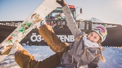 Ö3-PistenBully - Titelbild Mädchen mit Snowboard