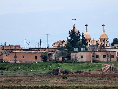 Blick auf das assyrische Dorf Abu Tina, das kürzlich vom IS eingenommen wurde