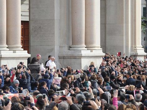 Papst Gottesdienst Neapel
