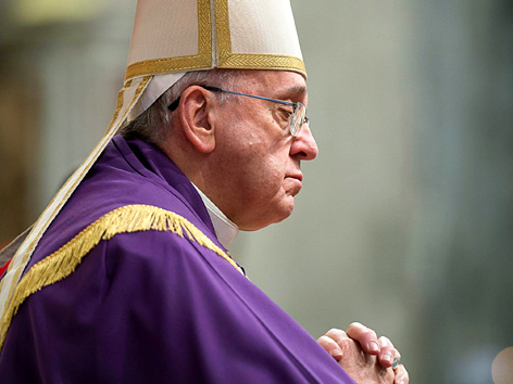 Papst Franziskus im Gebet