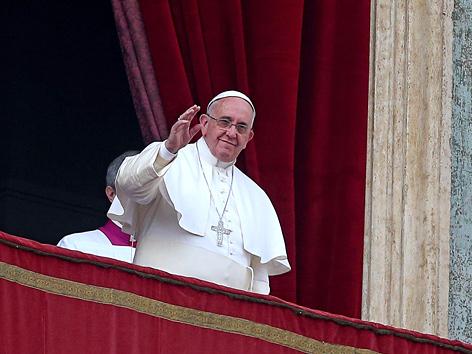"""Papst Franziskus erteilt den Ostersegen """"urbi et orbi"""" im Jahr 2014"""