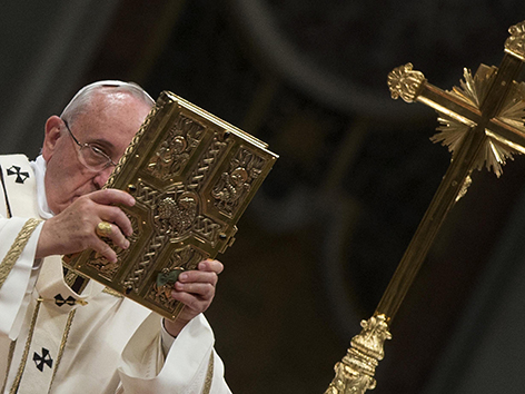 Osternacht im Petersdom mit Papst Franziskus