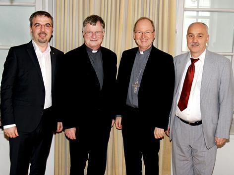 V. li.: Zekirija Sejdini, Bischof Manfred Scheuer, Bischof Benno Elbs (Feldkirch) und Wolfgang Palaver (Dekan der Theologischen Fakultät der Universität Innsbruck)