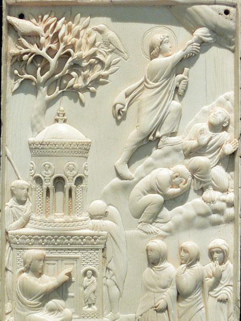 """Eine der ältesten Darstellungen der Himmelfahrt als Elfenbeinrelief, Mailand oder Rom um 400, die sogenannte """"Reidersche Tafel"""""""