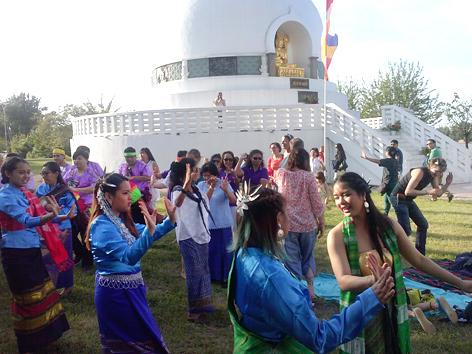 Vesakh-Feier bei der buddhistischen Friedenspagode in Wien
