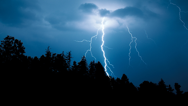 Gewitter mit Blitzen