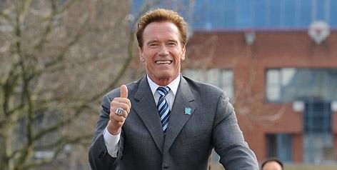 Arnold Schwarzenegger auf einem Fahrrad