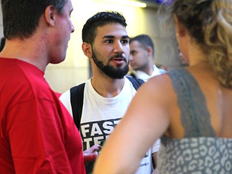 Flüchtlingshilfe: Helfer am Wiener Westbahnhof