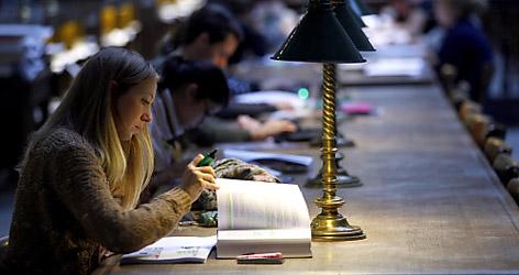 Studentin lernt