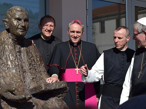 Enthüllung der Statue von Benedikt XVI. in Heiligenkreuz