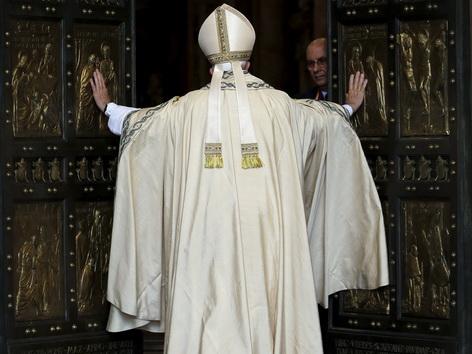 Papst Franziskus öffnet heilige Pforte