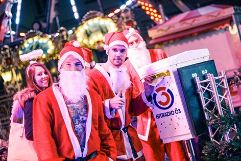 Weihnachtsmänner beim Ö3-Weihnachtswunder
