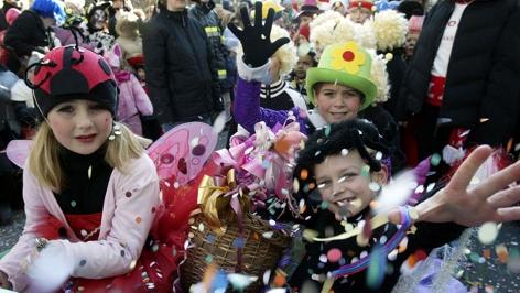 Kinder beim Villacher Faschingsumzug am 5. Februar 2005