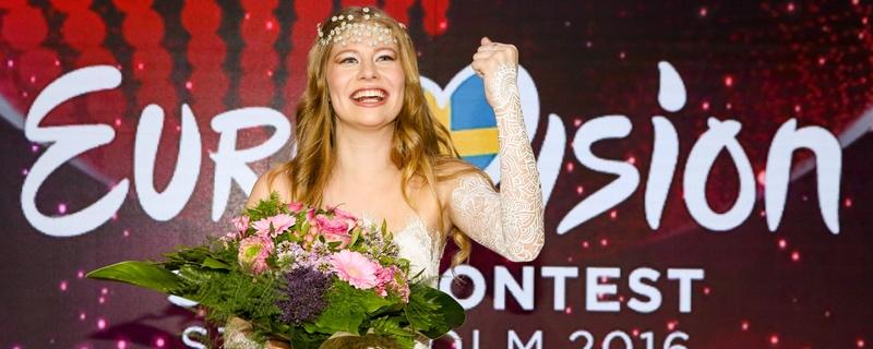 Zoe nach dem Sieg mit Blumenstrauß