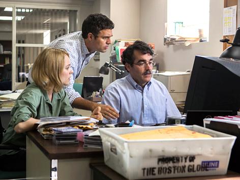 """Filmstill """"Spotlight"""": (V. l. n. r.:) Rachel McAdams, Mark Ruffalo und Brian d'Arcy James"""